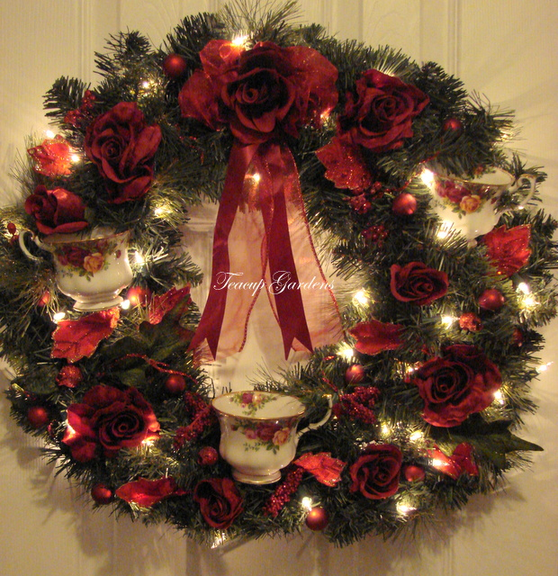 - Royal Albert Old Country Roses Lighted Christmas Wreath